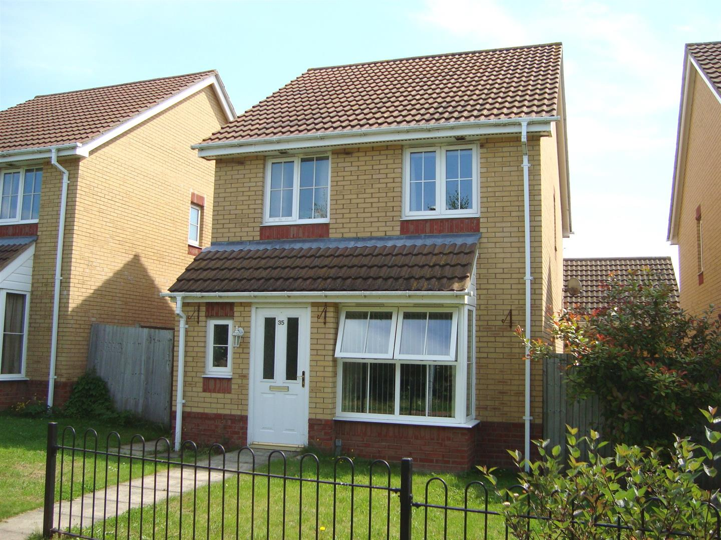 3 Bedrooms Detached House for sale in Farriers Way, Houghton Regis